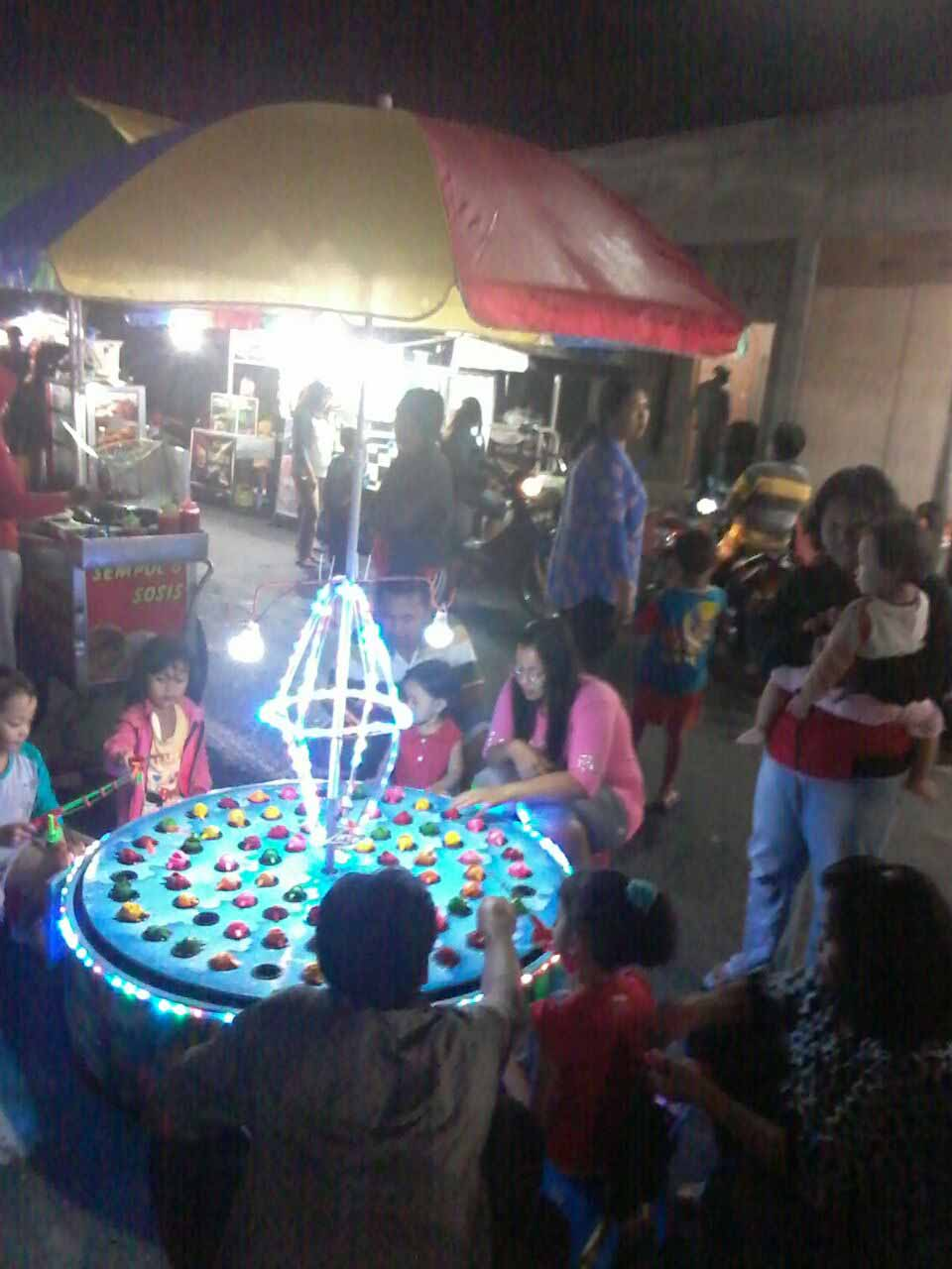 Produsen Mainan Anak Pancing Ikan Magnet di Pasar Malam